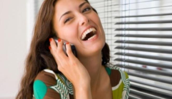 139069_wanita-sedang-menelepon_663_382
