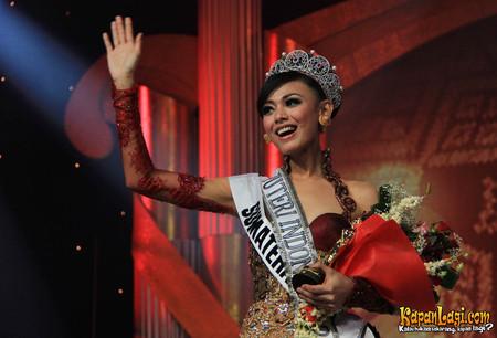 wulandari_herman_asal_sumatera_barat_terpilih_menjadi_puteri_indonesia_2012_2013_di_jcc_jakarta_01022013_agus-20130202-002-agus