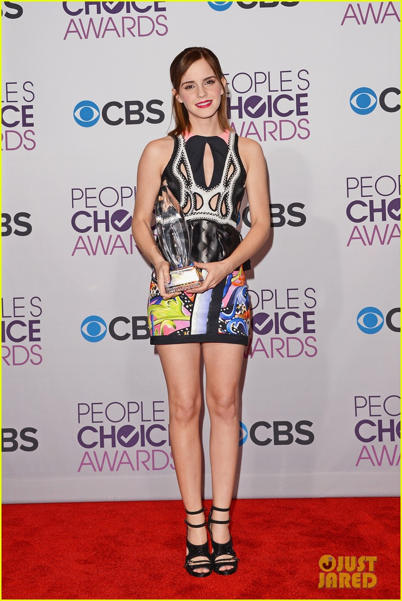 emma-watson-peoples-choice-awards-2013-winner-01