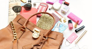 A-Girl-A-Style-_-In-My-Bag-Michael-Kors-2