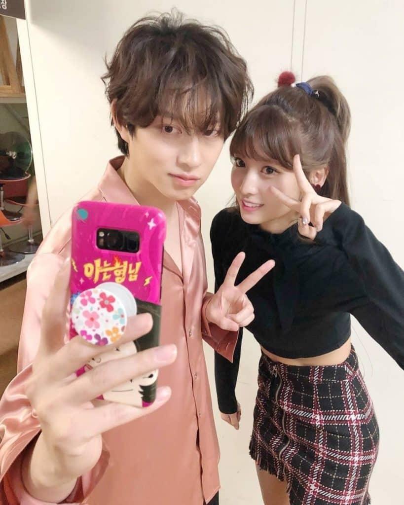 Momo TWICE dan Heechul Super Junior