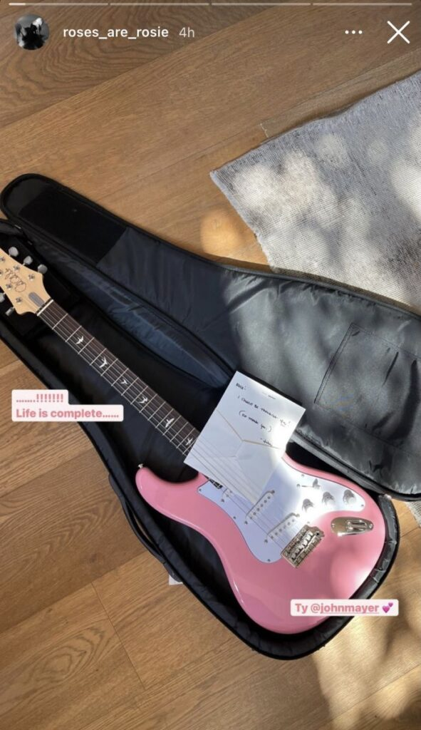 Gitar Rose BLACKPINK